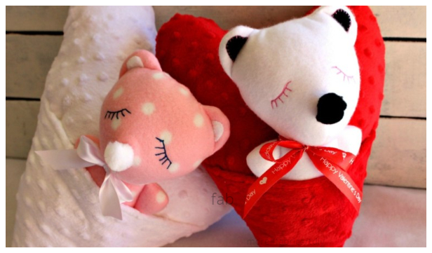 DIY Fabric Valentine Teddy Bear Heart Pocket Pillow Free Sewing Patterns + Tutorials