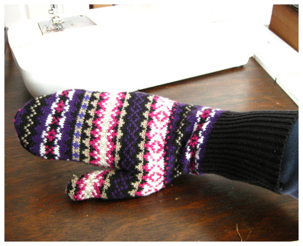 Easy Mittens From Sweater DIY Tutorials